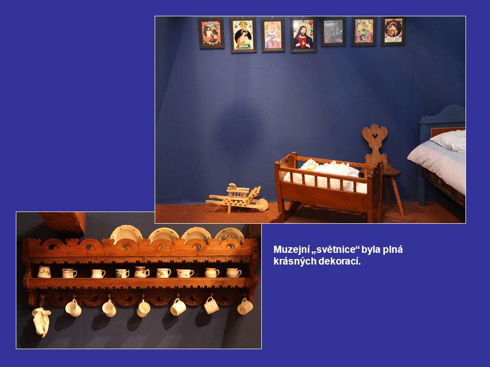 """Muzejní """"světnice byla plná krásných dekorací."""