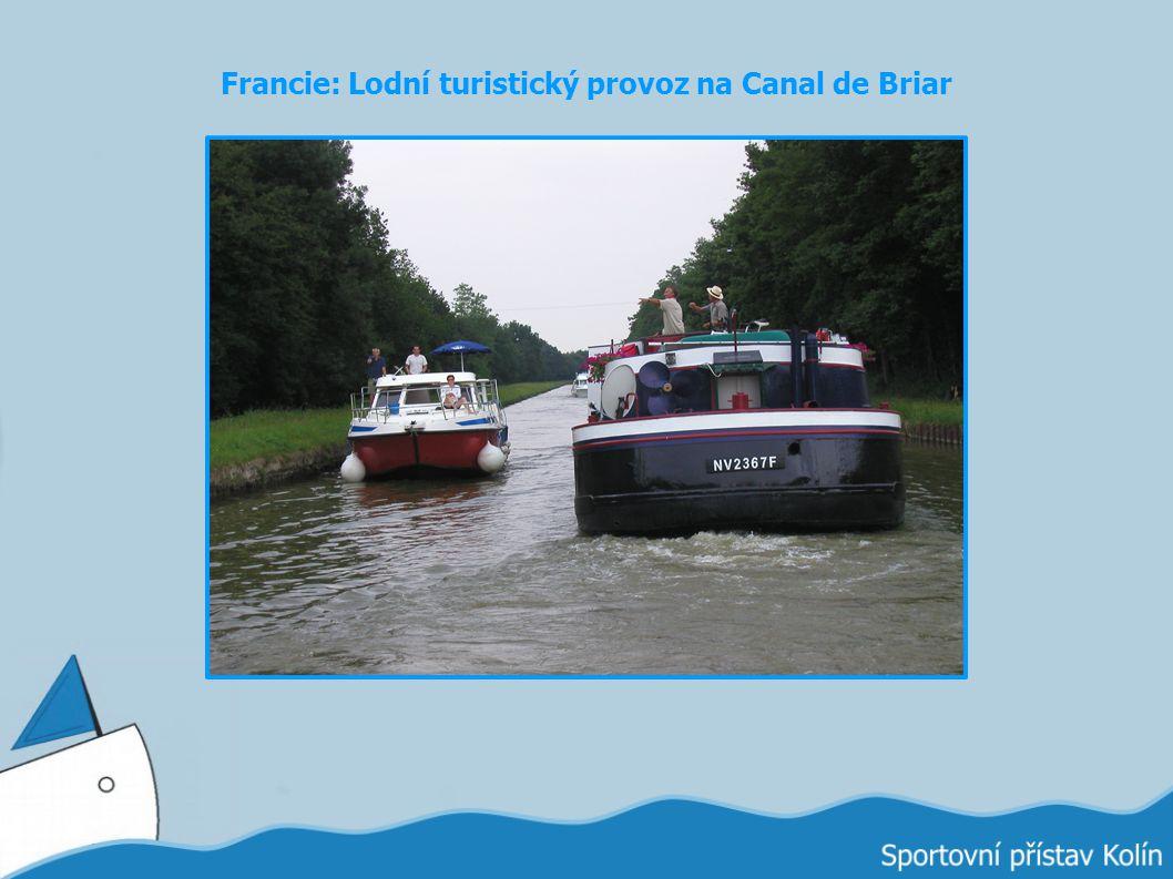 Francie: Lodní turistický provoz na Canal de Briar