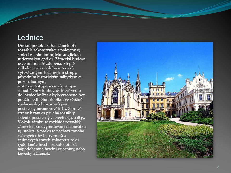 Lednice Dnešní podobu získal zámek při rozsáhlé rekonstrukci z poloviny 19. století v slohu imitujícím anglickou tudorovskou gotiku. Zámecká budova je