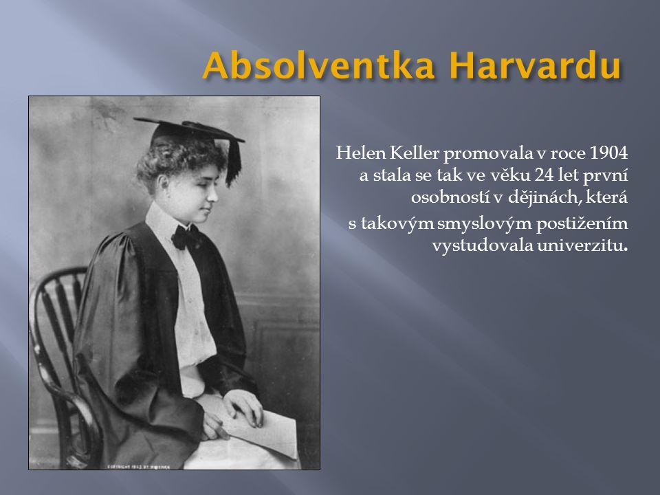 Absolventka Harvardu Helen Keller promovala v roce 1904 a stala se tak ve věku 24 let první osobností v dějinách, která s takovým smyslovým postižením vystudovala univerzitu.