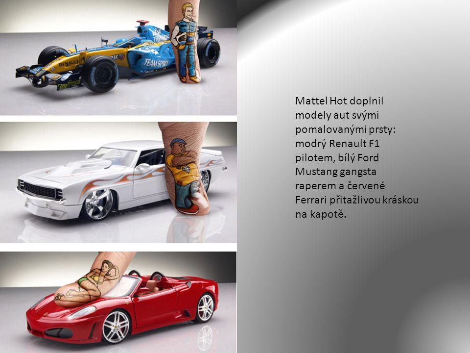 Mattel Hot doplnil modely aut svými pomalovanými prsty: modrý Renault F1 pilotem, bílý Ford Mustang gangsta raperem a červené Ferrari přitažlivou krás
