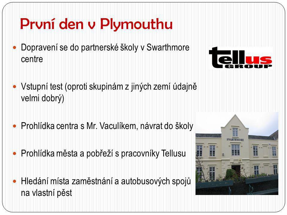 První den v Plymouthu  Dopravení se do partnerské školy v Swarthmore centre  Vstupní test (oproti skupinám z jiných zemí údajně velmi dobrý)  Prohl