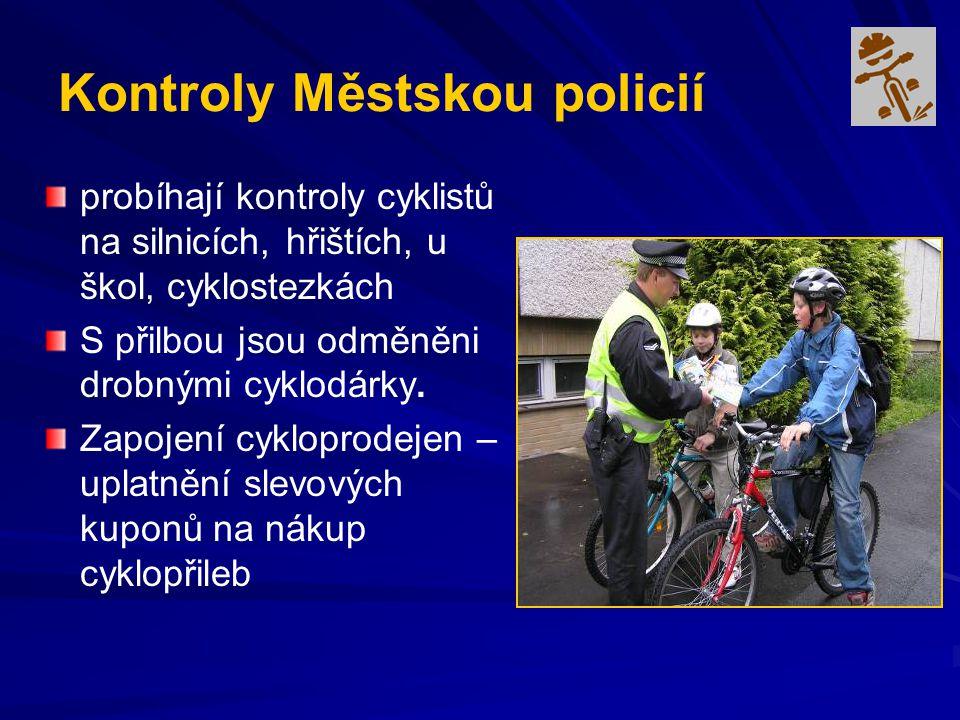 Kontroly Městskou policií probíhají kontroly cyklistů na silnicích, hřištích, u škol, cyklostezkách S přilbou jsou odměněni drobnými cyklodárky. Zapoj