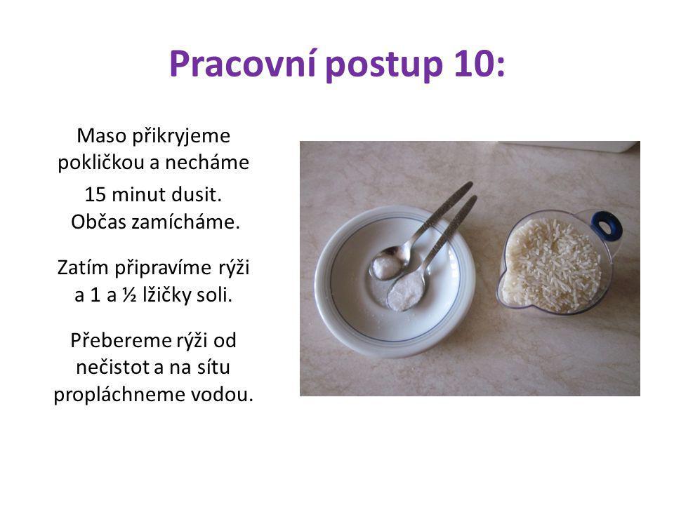 Pracovní postup 10: Maso přikryjeme pokličkou a necháme 15 minut dusit. Občas zamícháme. Zatím připravíme rýži a 1 a ½ lžičky soli. Přebereme rýži od