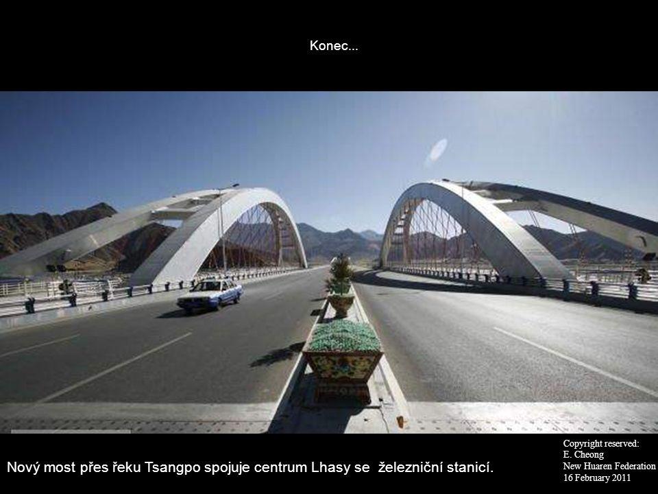 Konec... Nový most přes řeku Tsangpo spojuje centrum Lhasy se železniční stanicí. Copyright reserved: E. Cheong New Huaren Federation 16 February 2011