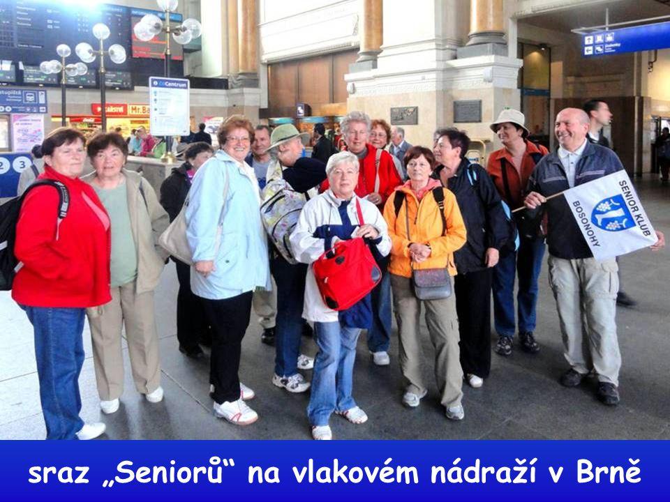"""Někteří naši členové """"Senior klubu Brno Bosonohy"""" se zúčastnili výletu do Sloupu v Moravském krasu, spojeného s prohlídkou významného kostela a hlavně"""