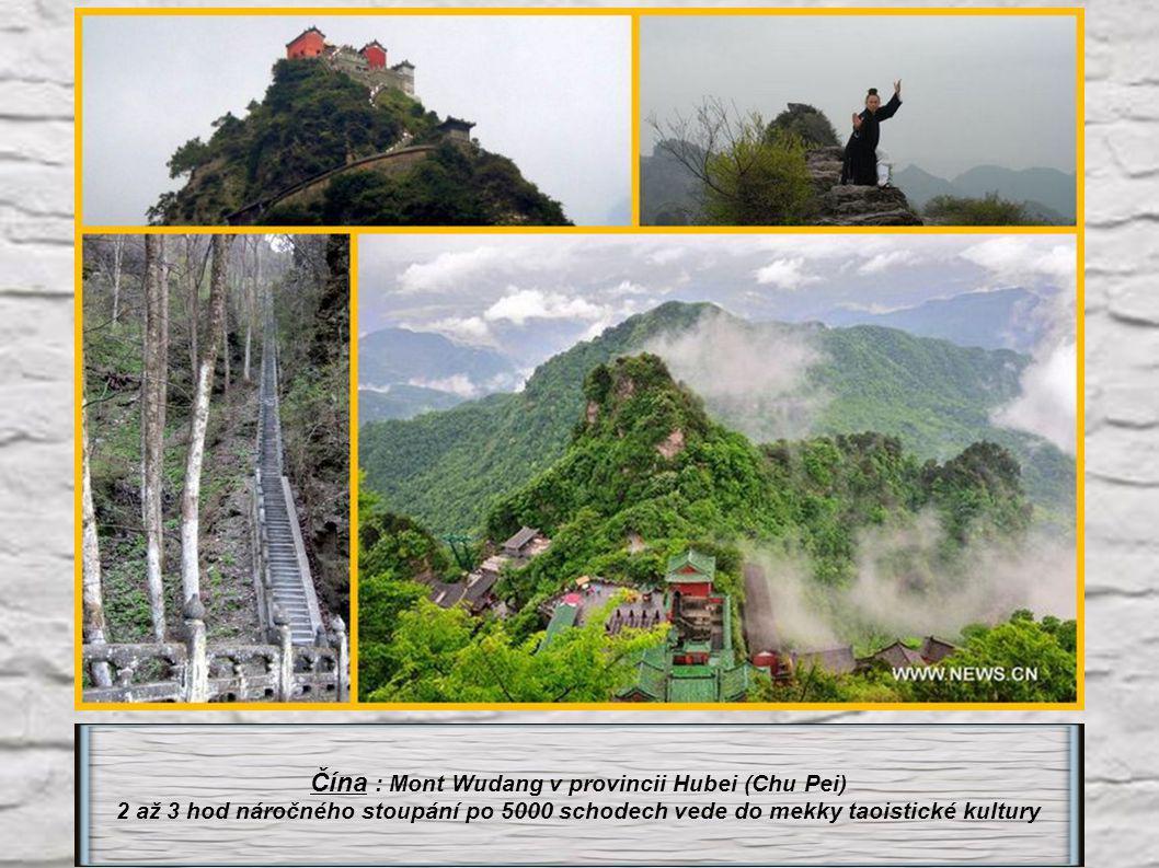 Čína : Mont Taishan v provincii Shandong (nejposvátnější hora Číny).