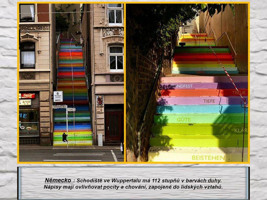 Německo : Schodiště ve Wuppertalu má 112 stupňů v barvách duhy.