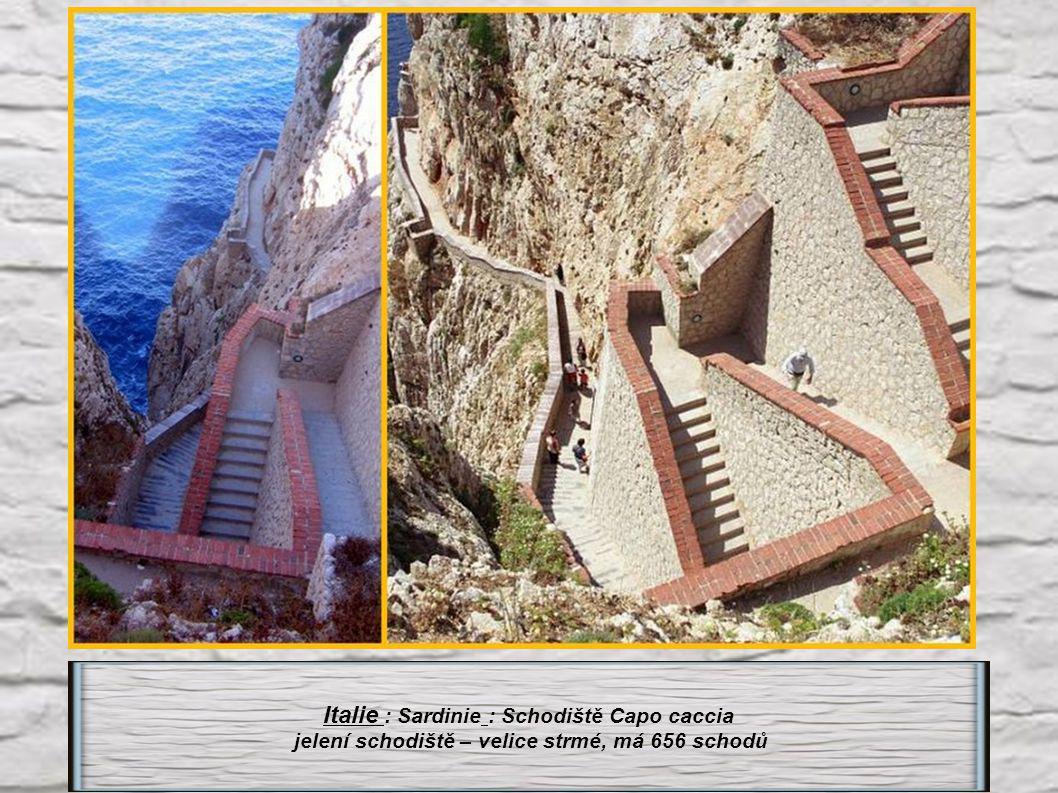 Velká Británie : Ostrov St Helena - schodiště Jákobův žebřík do Jamestownu má 699 schodů.