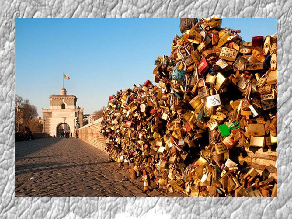 Může za to román Kdo ví, zda italského spisovatele Federika Mocciu při psaní napadlo, jakou zámkovou mánii rozpoutá tím, že ve svém slavném románu Tři metry nad nebem nechá hlavní hrdiny zpečetit vzájemnou lásku na římském mostě Milvio scénou, kterou pak napodobí tisíce mladých párů (tato scéna se pak objevila i ve filmovém zpracování románu, filmu Chci tě).