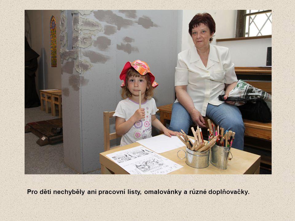 Pro děti nechyběly ani pracovní listy, omalovánky a různé doplňovačky.