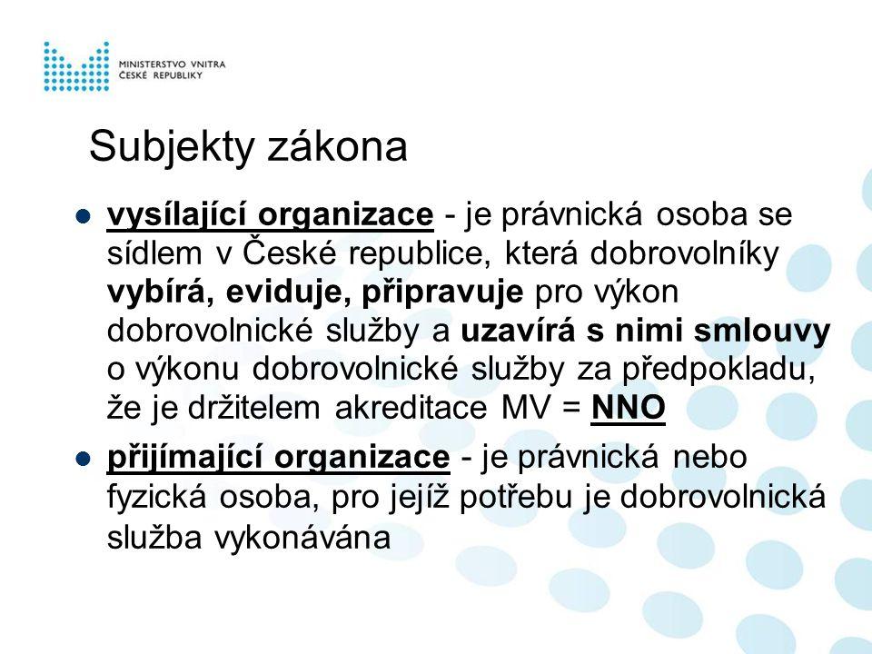 Subjekty zákona  vysílající organizace - je právnická osoba se sídlem v České republice, která dobrovolníky vybírá, eviduje, připravuje pro výkon dob