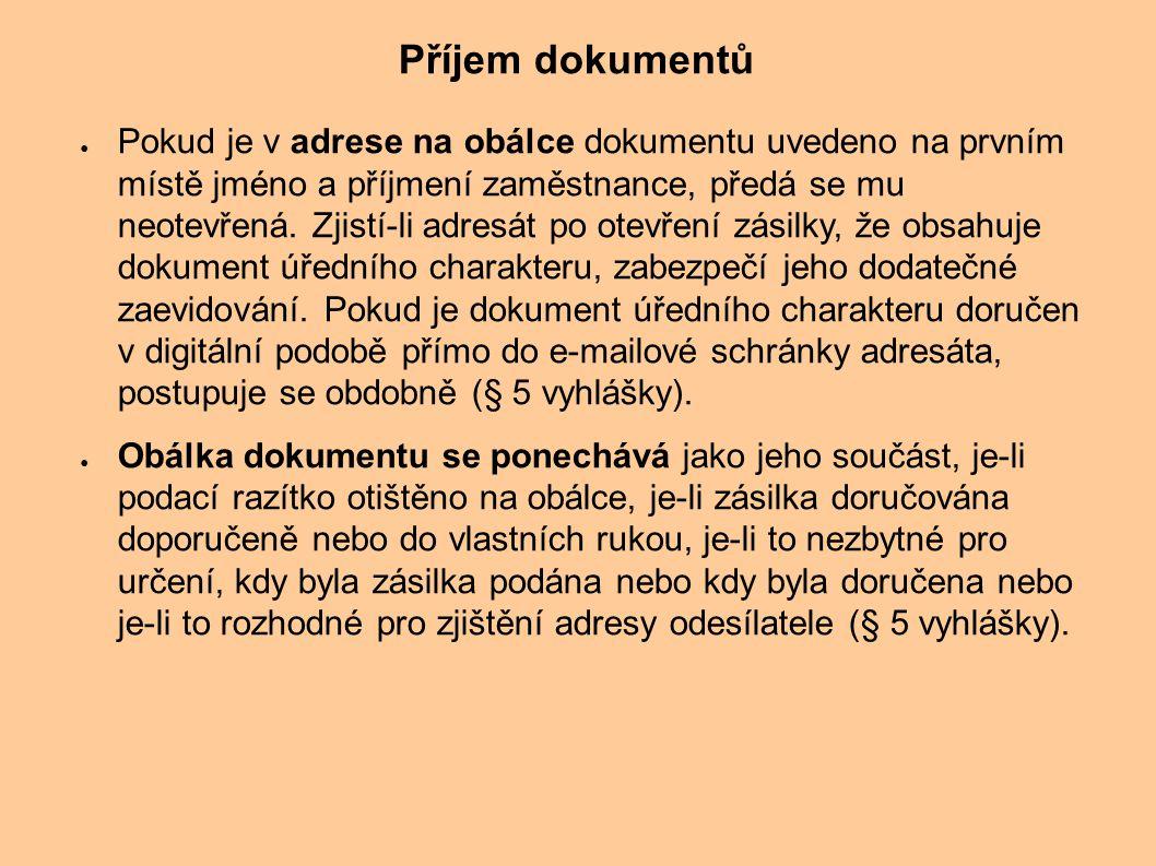 ● Pokud je v adrese na obálce dokumentu uvedeno na prvním místě jméno a příjmení zaměstnance, předá se mu neotevřená. Zjistí-li adresát po otevření zá
