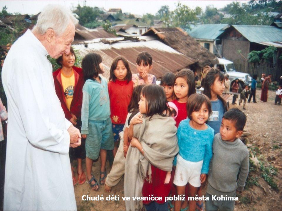 Fotografie z natá č ení dokumentu Dopis z Indie s č eským salesiánským misioná ř em otcem Janem Medem SDB