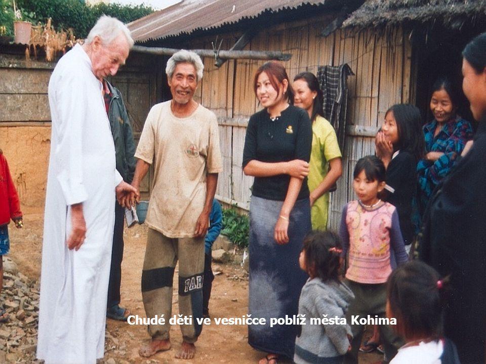 Chudé děti ve vesničce poblíž města Kohima
