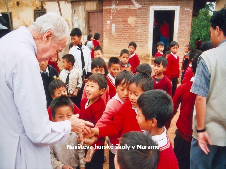 Vesničané se radují z příjezdu O. Jana