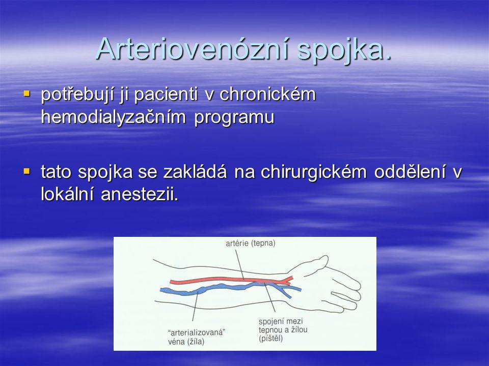 Arteriovenózní spojka.  potřebují ji pacienti v chronickém hemodialyzačním programu  tato spojka se zakládá na chirurgickém oddělení v lokální anest