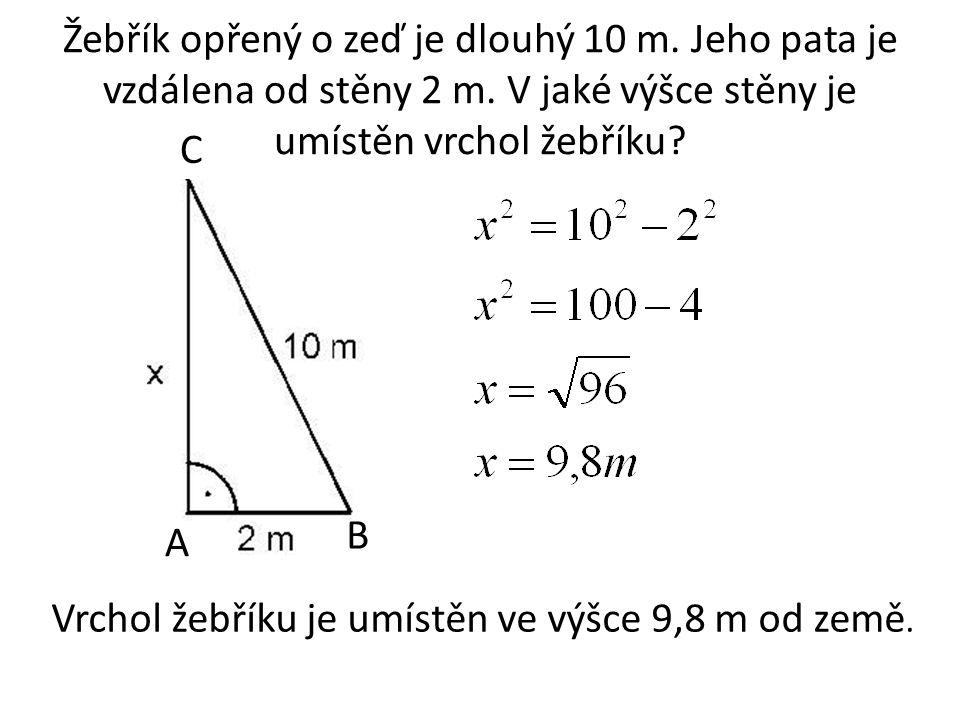 Čtverci o straně 5 cm je opsána a vepsána kružnice.
