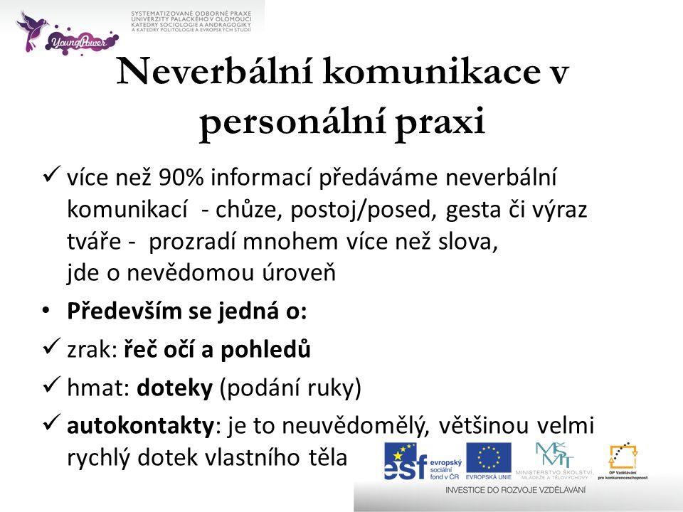 Neverbální komunikace v personální praxi  více než 90% informací předáváme neverbální komunikací - chůze, postoj/posed, gesta či výraz tváře - prozra