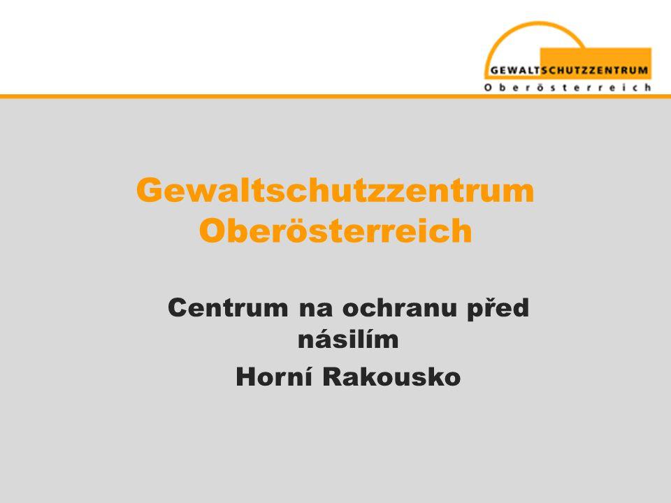 Vývoj  Květen 1997: Je přijat rakouský zákon proti domácímu násilí (Gewaltschutzgesetz )  Říjen 1998: Je založeno intervenční centrum v Linci  Jaro 2001: Otevírá se první pobočka Centra ve Freistadtu •2005 - 2007: 3 další pobočky • Leden 2006: Je přijat zákon o podpoře v trestním soudnictví  Duben 2006: Intervenční centrum je přejmenováno na Gewaltschutzzentrum (Centrum na ochranu před násilím)  Červenec 2006: Je přijat zákon proti stalkingu  Červen 2009: Je přijat druhý zákon proti domácímu násilí (Gewaltschutzgesetz) včetně několika změn předchozího zákona