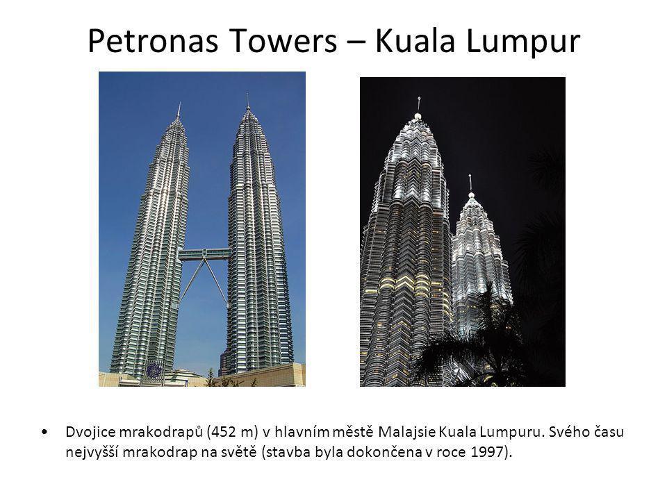 Petronas Towers – Kuala Lumpur Dvojice mrakodrapů (452 m) v hlavním městě Malajsie Kuala Lumpuru. Svého času nejvyšší mrakodrap na světě (stavba byla