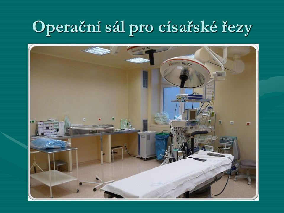 Operační sál pro císařské řezy