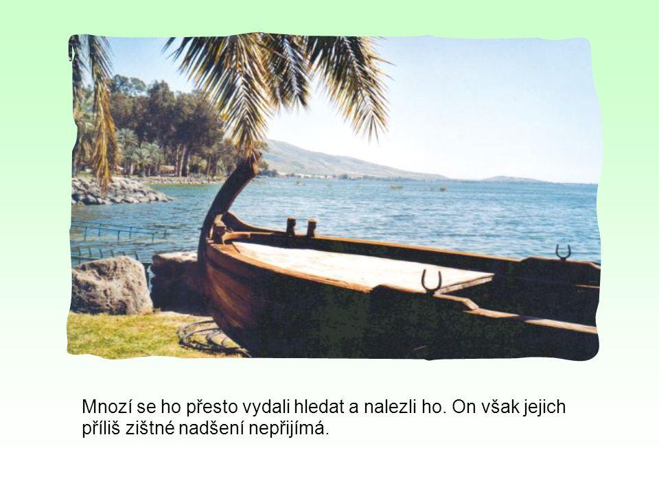 Když Ježíš nasytil zástupy rozmnožením chlebů u Tiberiadského jezera, nepozorovaně se uchýlil na druhý břeh ke Kafarnau, aby unikl davu, který ho chtěl učinit králem.