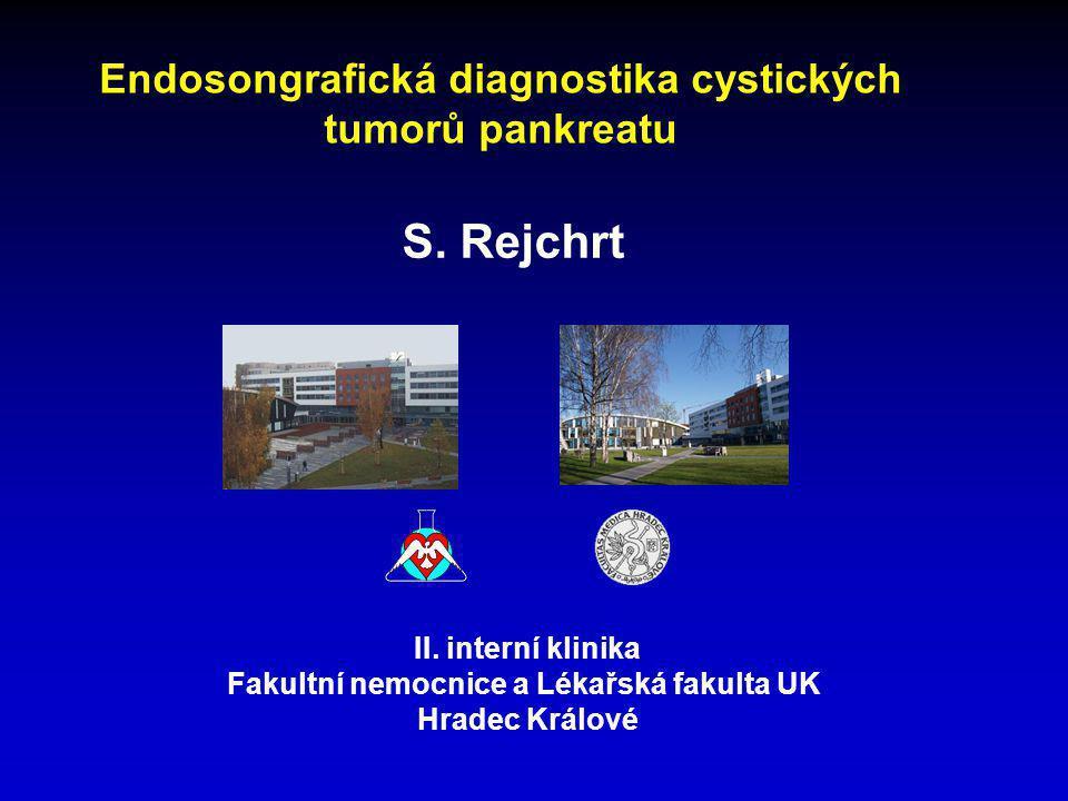 Cystické tumory pankreatu • heterogenní skupina onemocnění s různým maligním potenciálem • vzrůstá počet cystických lézí náhodně zjištěných • při MRI z jiného důvodu než onemocnění slinivky mělo 20 % z 1444 nemocných nalezenu pankreatickou cystu – Brugge 2006 • při pitvě nález cystické léze v 24 %, hyperplasie 16 %, Ca in situ 3,4 % - Kimura 1995 • úkolem diagnostiky je správně určit pseudocystu a odlišit benigní serózní lézi od potenciálně maligní mucinózní a správně diagnostikovat léze již maligní Endosonografie v diagnostice cystických tumorů slinivky