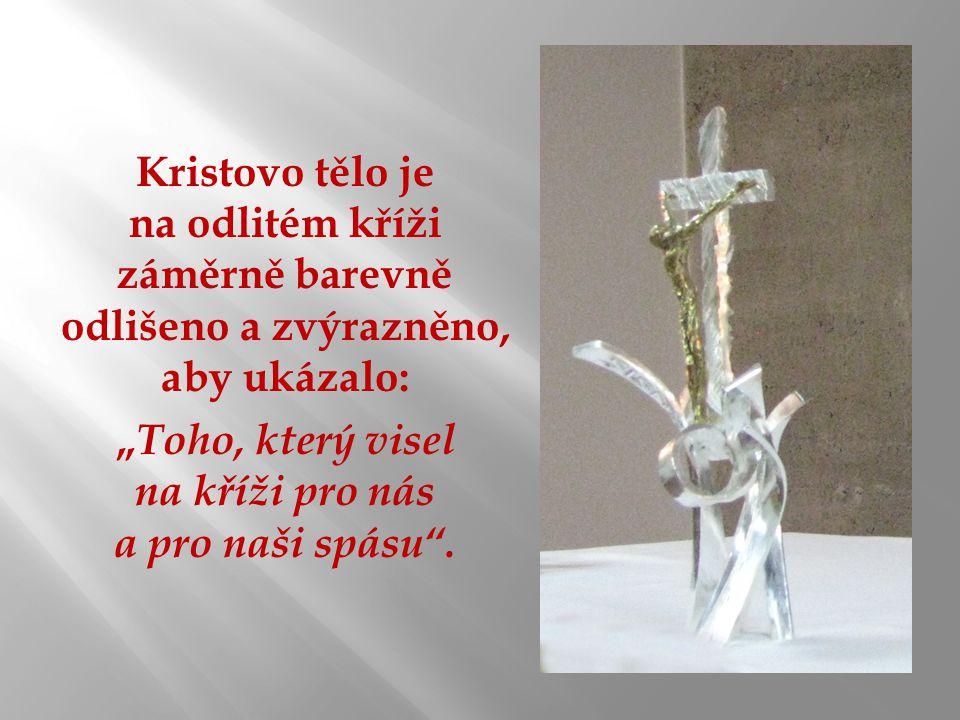 """Kristovo tělo je na odlitém kříži záměrně barevně odlišeno a zvýrazněno, aby ukázalo: """" Toho, který visel na kříži pro nás a pro naši spásu ."""