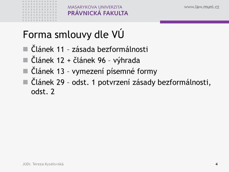 www.law.muni.cz Forma smlouvy dle VÚ  Článek 11 – zásada bezformálnosti  Článek 12 + článek 96 – výhrada  Článek 13 – vymezení písemné formy  Článek 29 – odst.