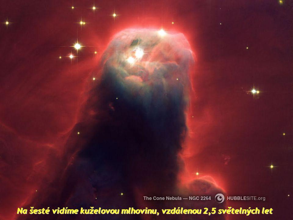 Na páté fotografii je hodin mlhovina Přesýpací hodiny, která je 8000 světelných let daleko. Krásná mlhovina se zúžením v její centrální části.