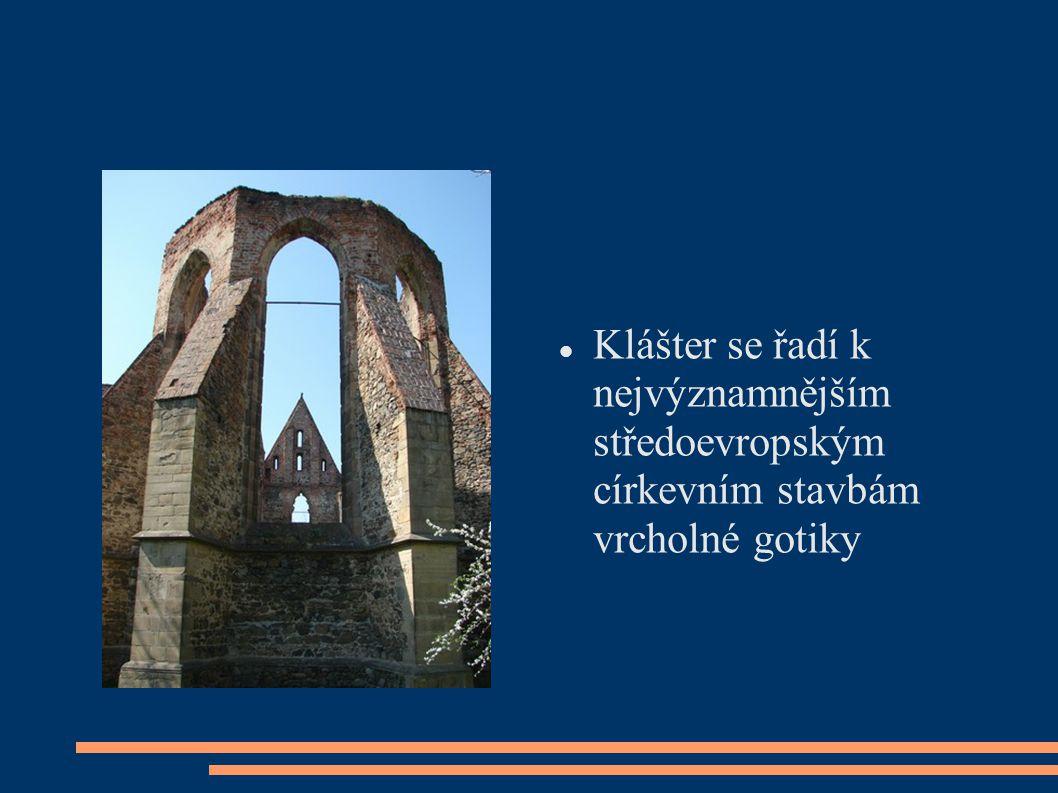 Zrestaurované klenby nad příčnou kostelní lodí III