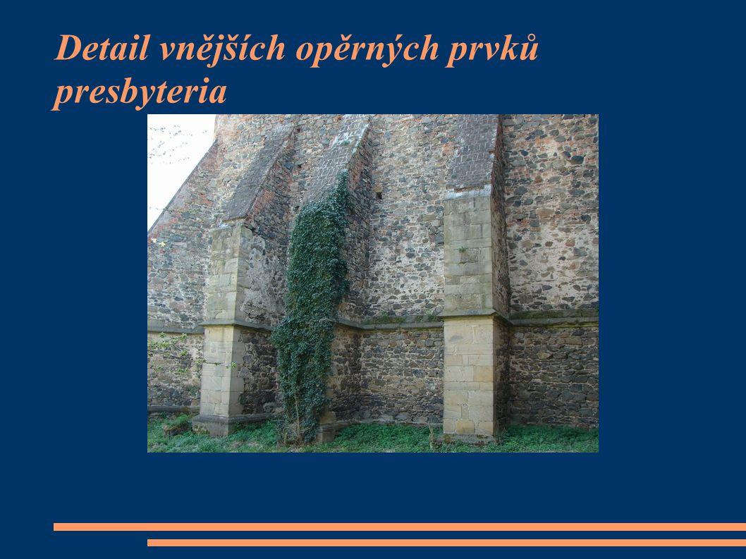 Detail vnějších opěrných prvků presbyteria