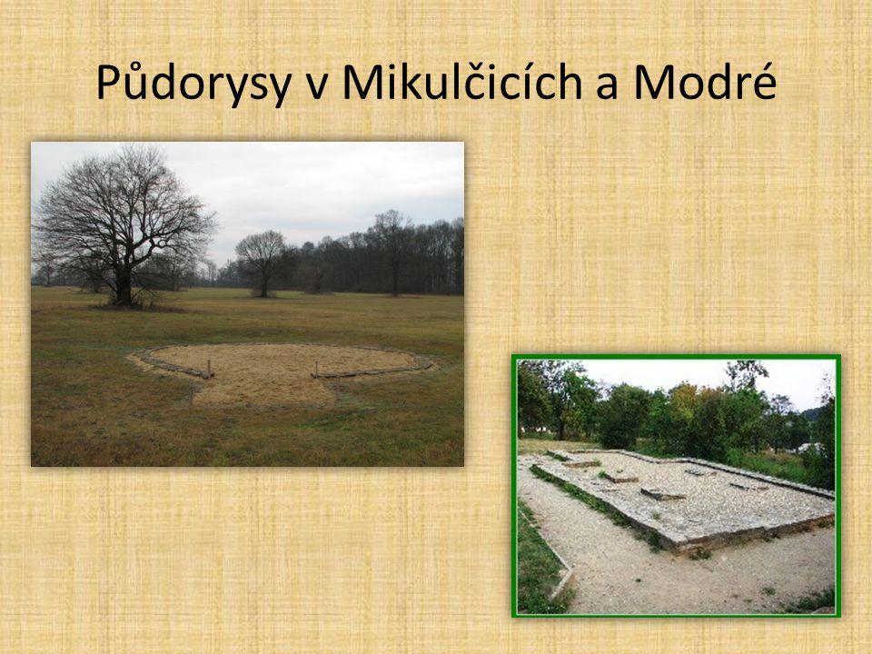 České sochařství • poněkud provinční • lepší úroveň italských a německých mistrů • portál kostela sv.