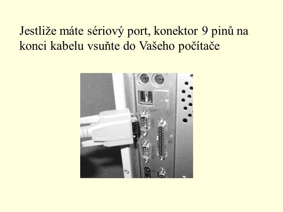Jestliže máte sériový port, konektor 9 pinů na konci kabelu vsuňte do Vašeho počítače