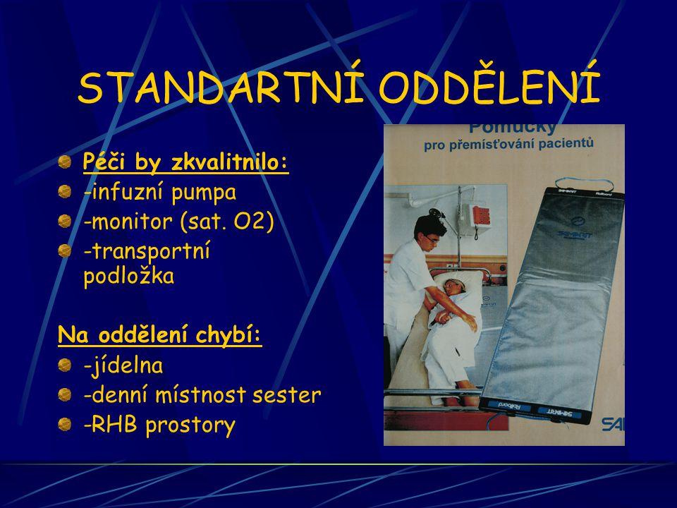 STANDARTNÍ ODDĚLENÍ Personální obsazení v ošetřovatelské péči -5 sester v nepřetržitém provozu -5 sanitárek -1 sestra pro ranní směnu -staniční + vrchní v 1 osobě Z celkového počtu 2 sestry specialistky(na MD) a 1 dipl.sestra Službu zajišťuje: 1 sestra 1 sanitárka  Lékař na odd.