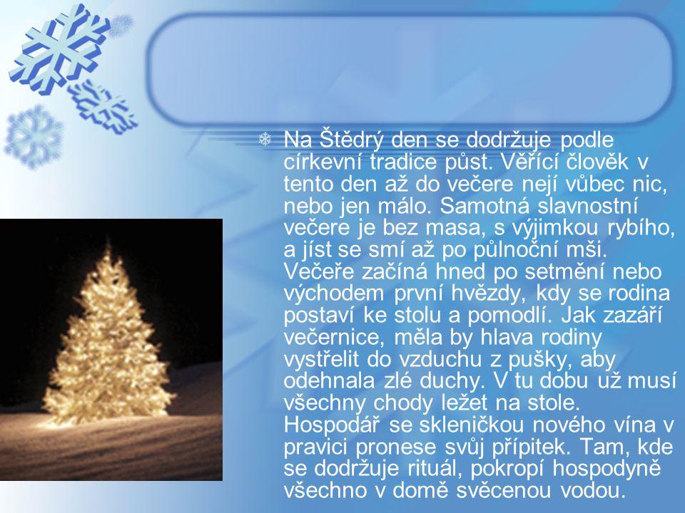 Na Štědrý den se dodržuje podle církevní tradice půst. Věřící člověk v tento den až do večere nejí vůbec nic, nebo jen málo. Samotná slavnostní večere