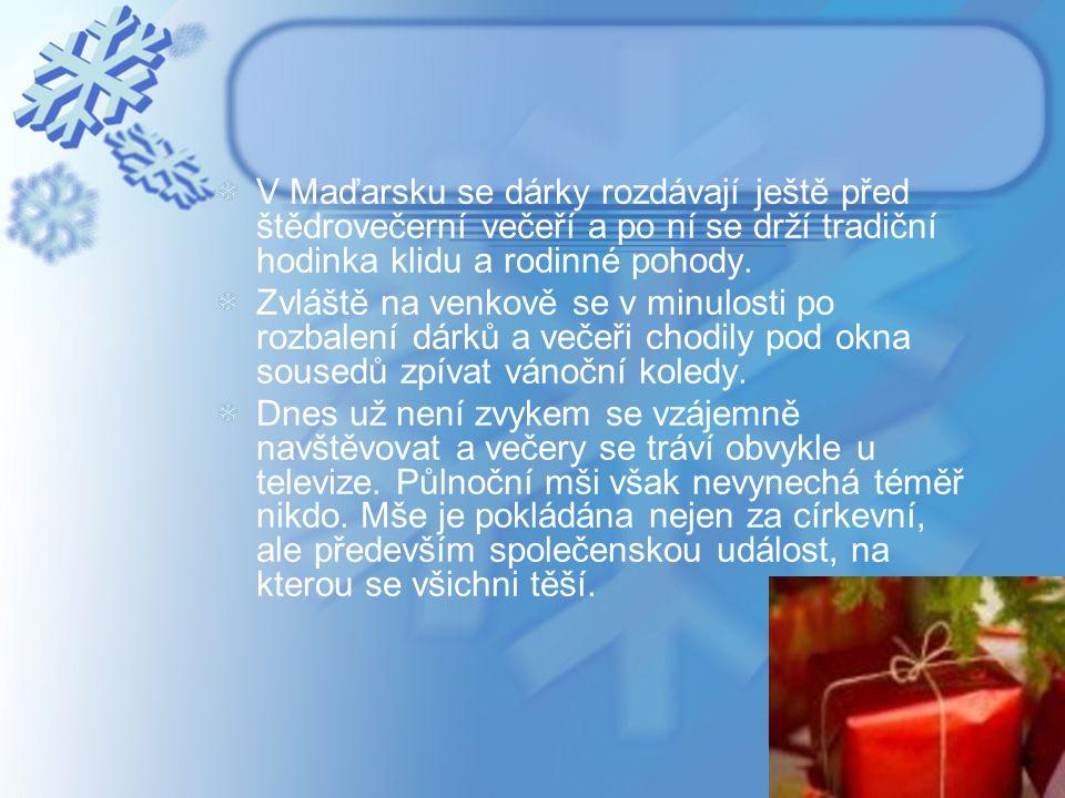 V Maďarsku se dárky rozdávají ještě před štědrovečerní večeří a po ní se drží tradiční hodinka klidu a rodinné pohody. Zvláště na venkově se v minulos