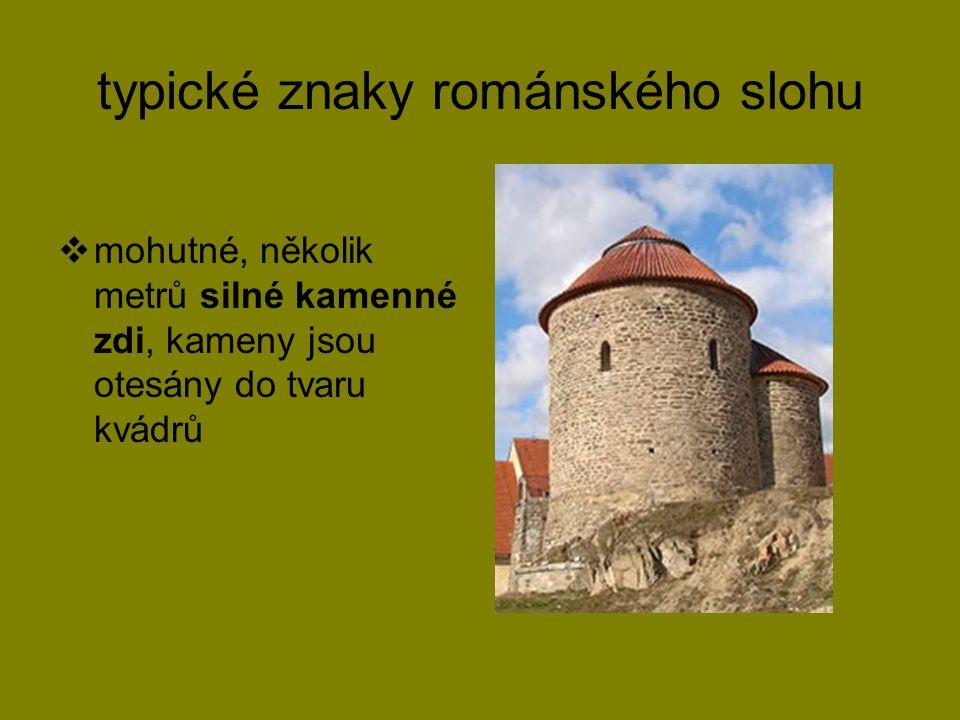 typické znaky románského slohu  mohutné, několik metrů silné kamenné zdi, kameny jsou otesány do tvaru kvádrů