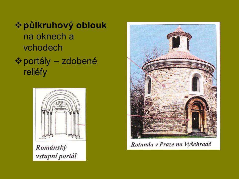  půlkruhový oblouk na oknech a vchodech  portály – zdobené reliéfy
