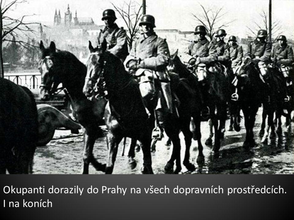 Češi se zlobili, plakali, nadávali, Němci,žijící v Praze,jásali.