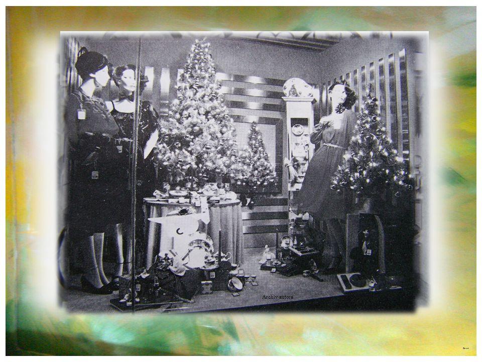 ©c.zuk Rok 1959 Archiv autora Foto roku 1974 – výlohy byly pod politickým dohledem v duchu různých oslav, diktované aranžmá, pilně cenzurované dohlede