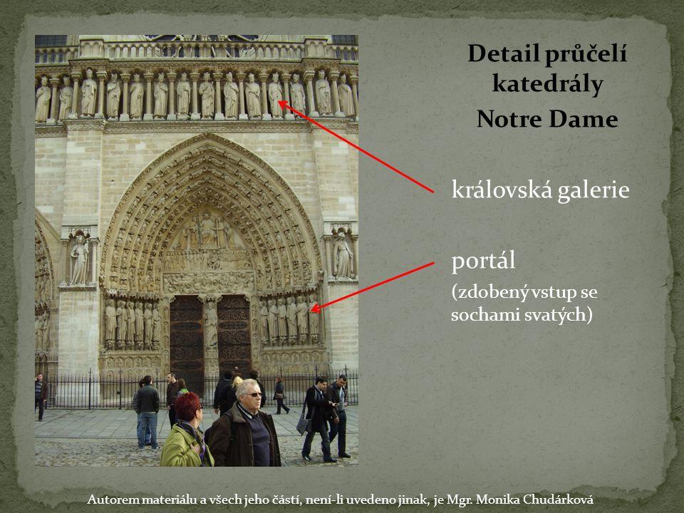 Detail průčelí katedrály Notre Dame královská galerie portál (zdobený vstup se sochami svatých) Autorem materiálu a všech jeho částí, není-li uvedeno