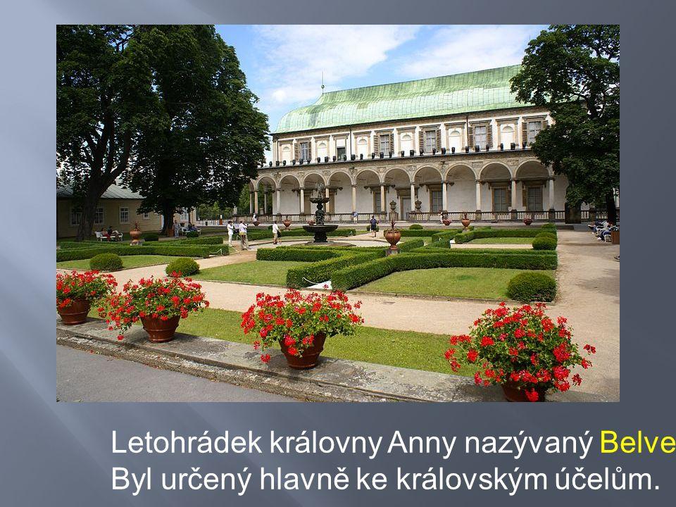 Severní stěna zámku Nelahozeves Je zde uložena největší zámecká knihovna v Čechách a největší z českých sbírek španělského malířství z přelomu 16.
