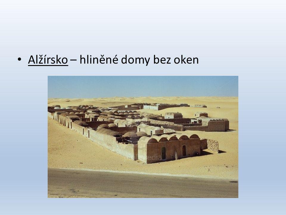 • Alžírsko – hliněné domy bez oken