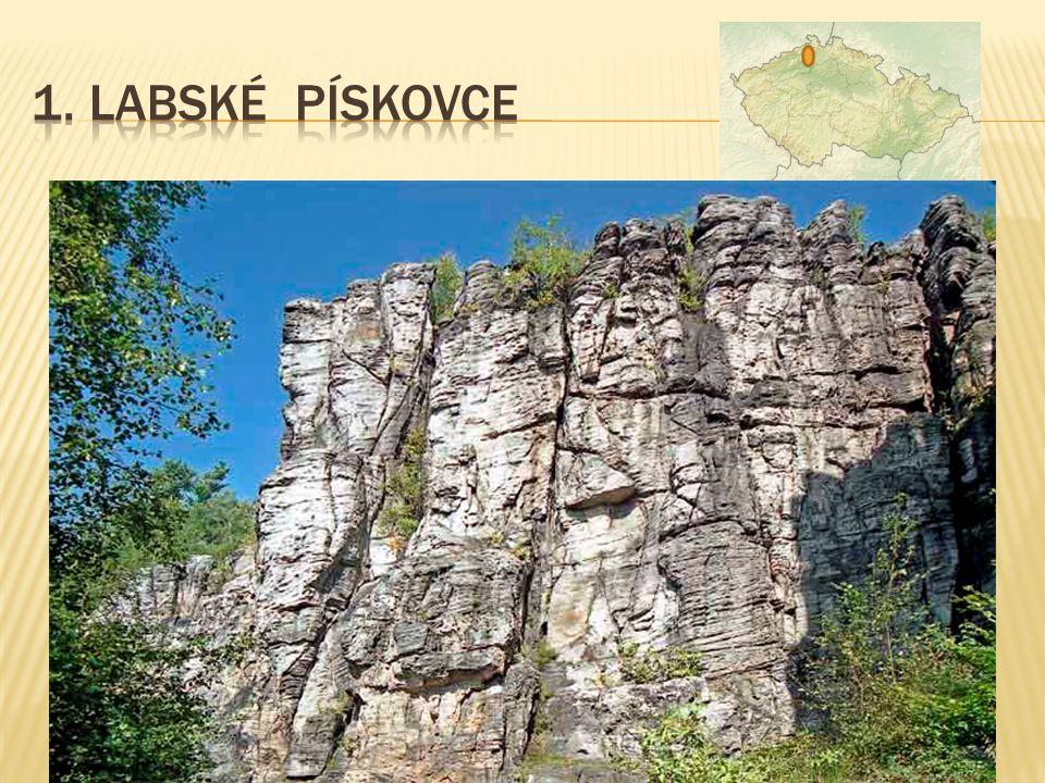  součást NP České Švýcarsko  Děčínské a Jetřichovické stěny  území zahrnující kaňonovitá údolí (soutěsky říčky Kamenice)  až 150 m vysoké skalní s