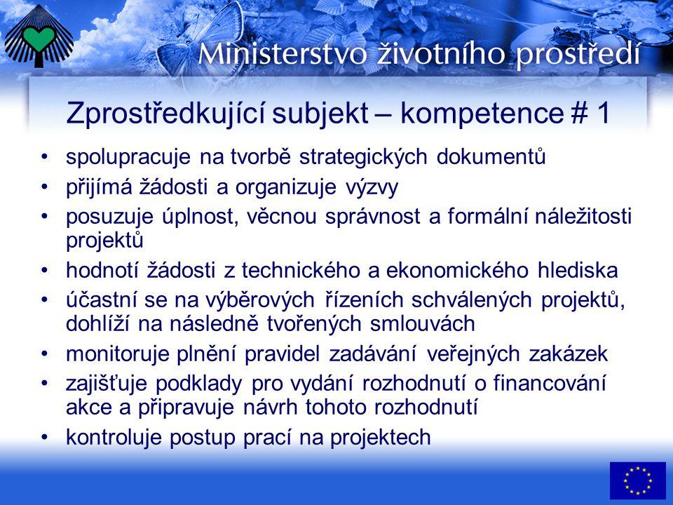 Zprostředkující subjekt – kompetence # 1 •spolupracuje na tvorbě strategických dokumentů •přijímá žádosti a organizuje výzvy •posuzuje úplnost, věcnou správnost a formální náležitosti projektů •hodnotí žádosti z technického a ekonomického hlediska •účastní se na výběrových řízeních schválených projektů, dohlíží na následně tvořených smlouvách •monitoruje plnění pravidel zadávání veřejných zakázek •zajišťuje podklady pro vydání rozhodnutí o financování akce a připravuje návrh tohoto rozhodnutí •kontroluje postup prací na projektech