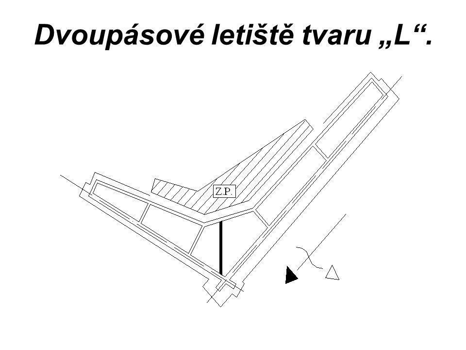 """Dvoupásové letiště tvaru """"L""""."""