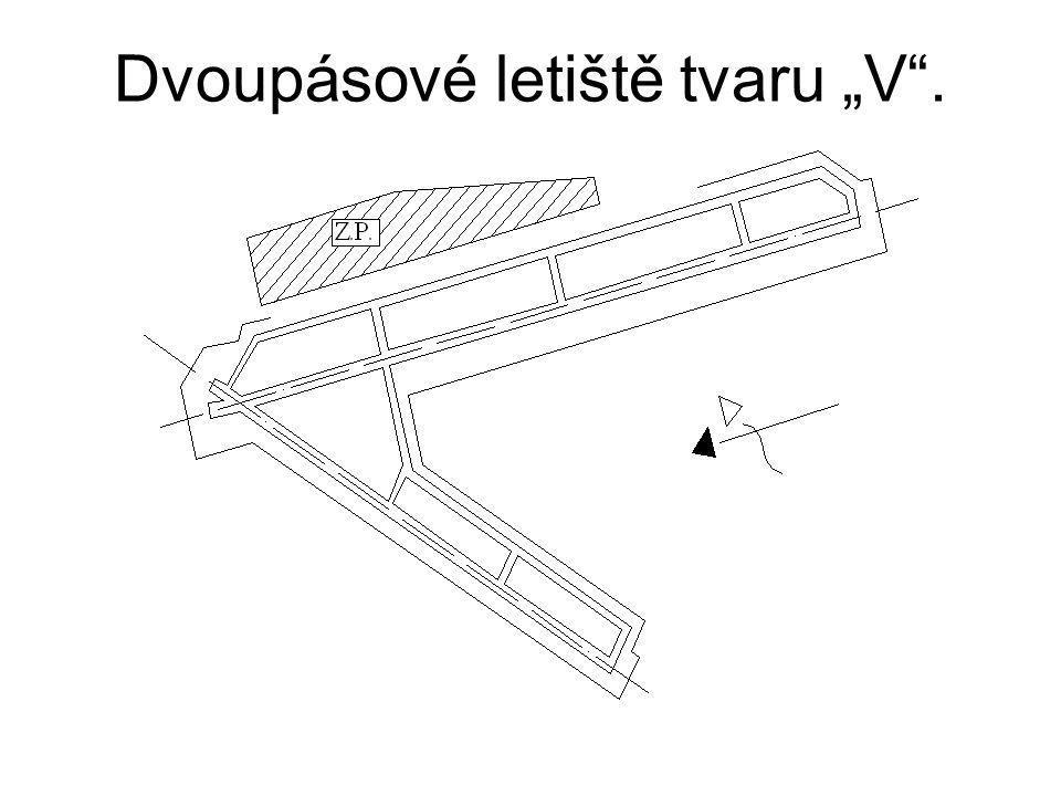 """Dvoupásové letiště tvaru """"V""""."""