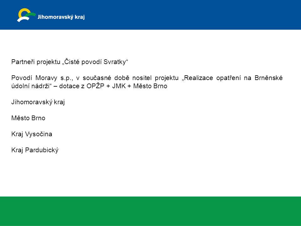 """Plocha povodí zájmového území Svratky 1600 km 2 Cíle projektu """"Čisté povodí Svratky Snížit živinový odnos z povodí a živinové zátěže toků a nádrží – omezení znečištění z bodových a plošných zdrojů znečištění Obnovit přirozenou rovnováhu ve struktuře planktonu Obnovit stabilitu značně poškozeného ekosystému VN Brno Obnovit ekonomické aktivity v regionu – víceúčelové využití nádrže Prostředky, kterými je vhodné dosáhnout cílů projektu """"Čisté povodí Svratky Revitalizace krajiny Omezení plošných zdrojů znečištění (změny hospodaření v krajině, realizace protierozních a protipovodňových opatření s cílem zadržení vody v krajině, revitalizace vybraných toků) Účinné odstranění znečištění bodovými zdroji (odkanalizování a čistění odpadních vod) Osvěta a legislativní změny (používání bezfosfátových pracích a mycích prostředků) - § 39 odst."""